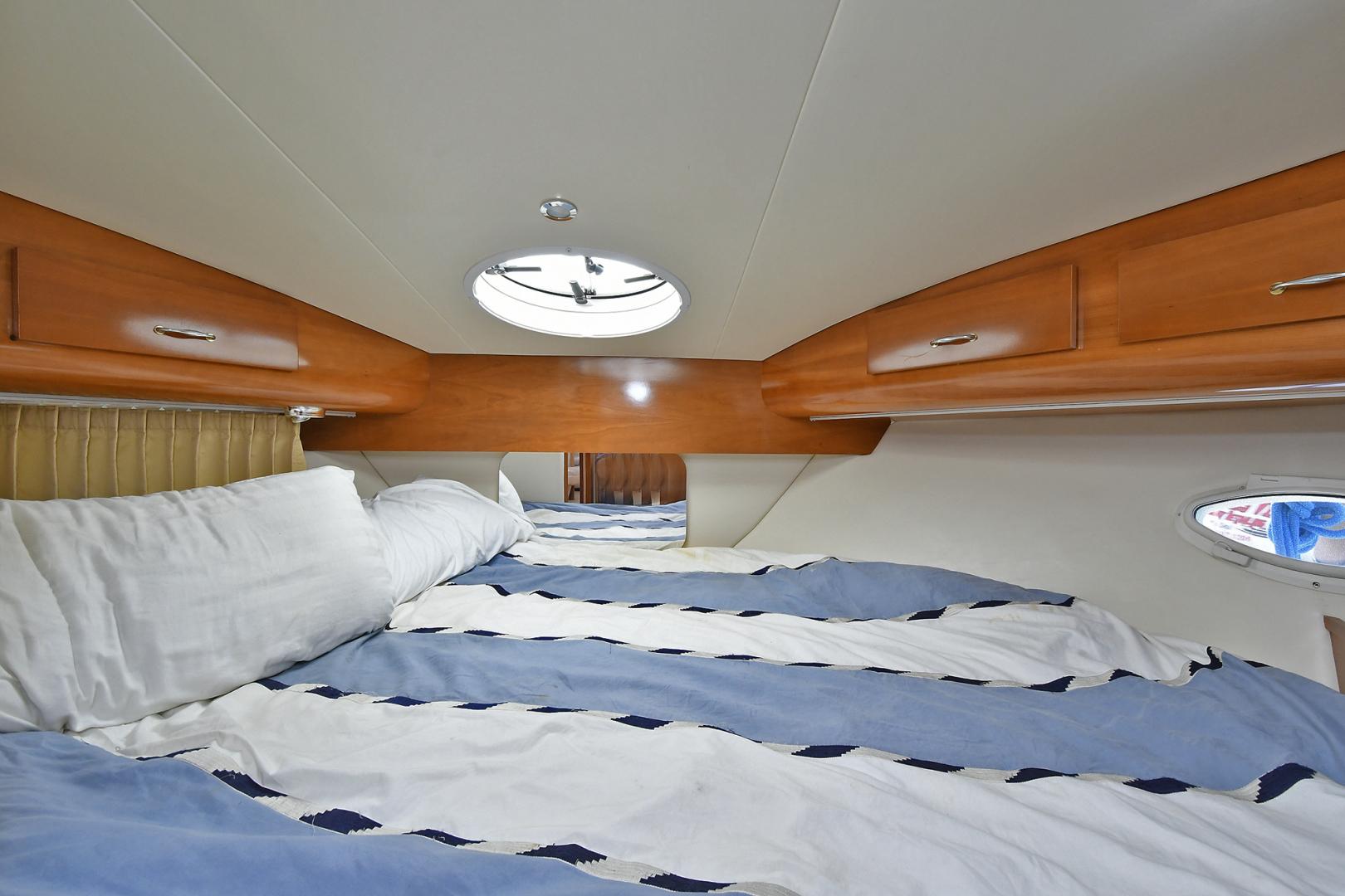 Carver-41 Cockpit Motor Yacht 2006-Uncle Joe Montauk-New York-United States-Guest Stateroom-1175349   Thumbnail