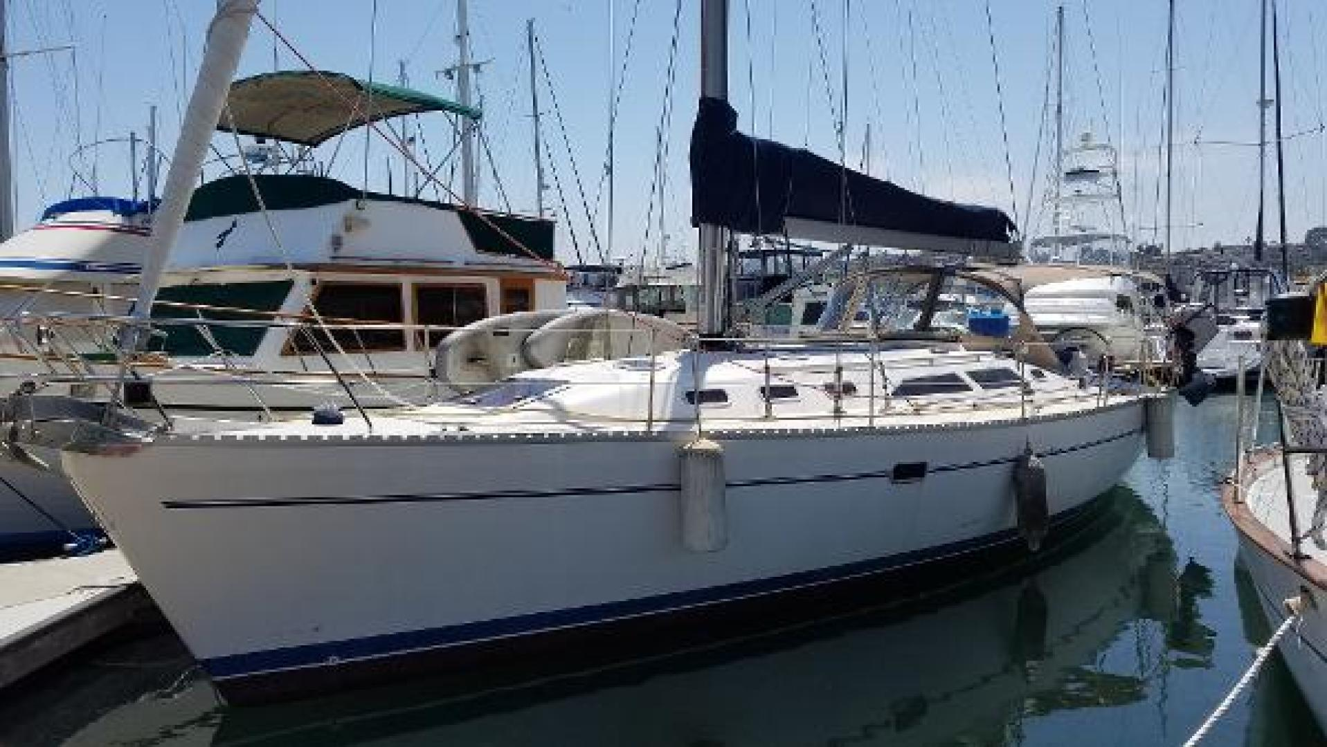 Picture Of: 41' Catalina 400 1999 Yacht For Sale | 1 of 7