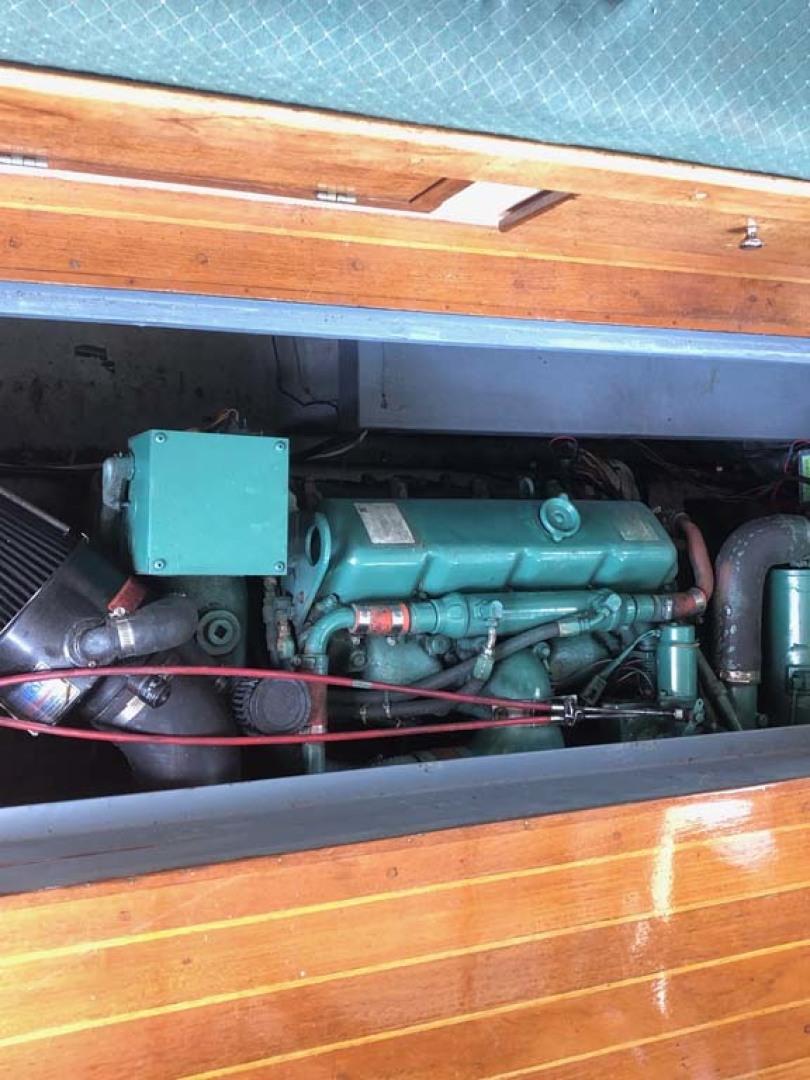 Blue Seas-31 Sedan 1983-White Cap Barrington-Rhode Island-United States-Engine Access Cabin Sole-1175743   Thumbnail