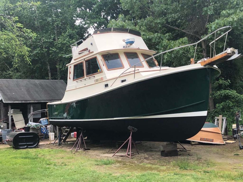 Blue Seas-31 Sedan 1983-White Cap Barrington-Rhode Island-United States-Stbd Bow Qtr View-1175733   Thumbnail