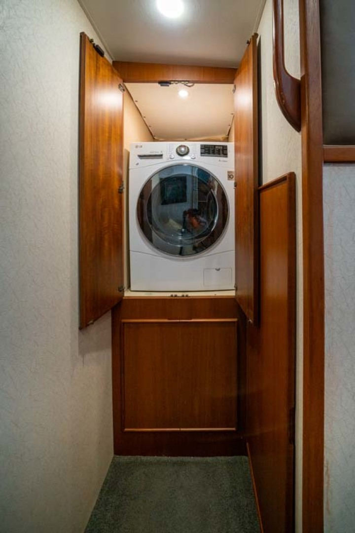 Post-Convertible 1997-Endless Weekend Marathon-Florida-United States-9 Hallway Washer and Dryer-1179558 | Thumbnail