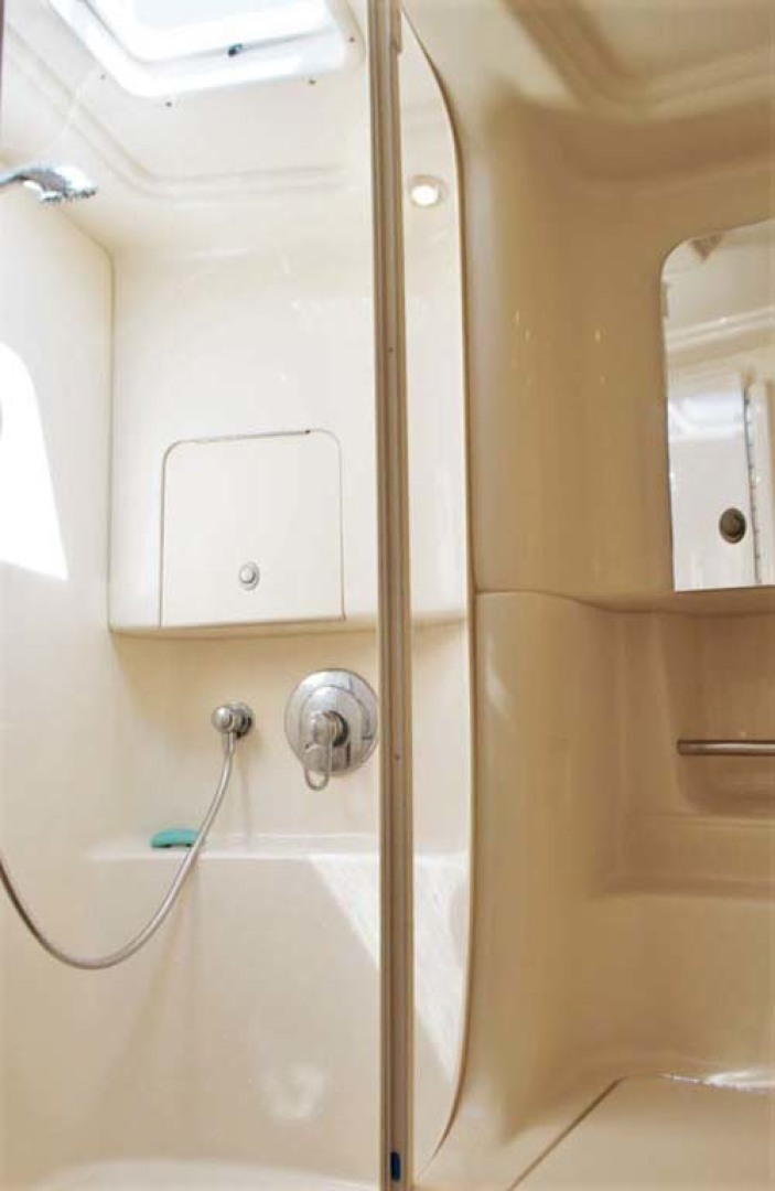 Sea Ray-380 Sundancer 2004-The Gumar II Freeport-New York-United States-Shower-1181074 | Thumbnail