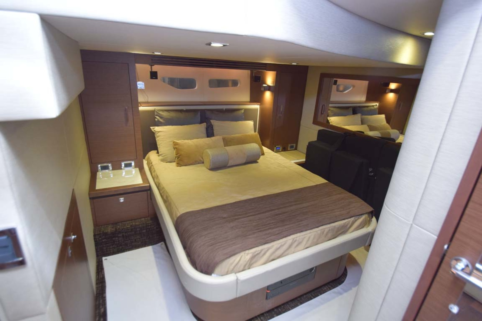 Sea Ray-510 Sundancer 2015 -Ft Lauderdale-Florida-United States-Main Stateroom Overview-1189942 | Thumbnail