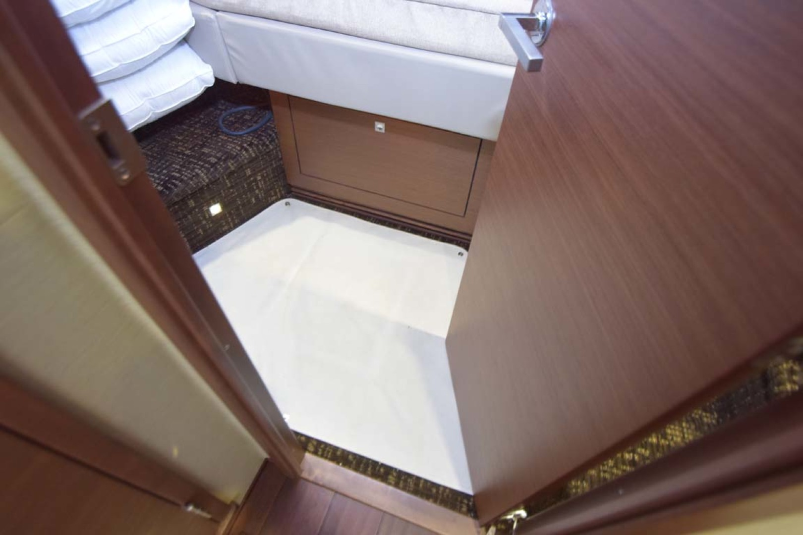 Sea Ray-510 Sundancer 2015 -Ft Lauderdale-Florida-United States-Protective Runner In V Berth Guest Room-1189954 | Thumbnail