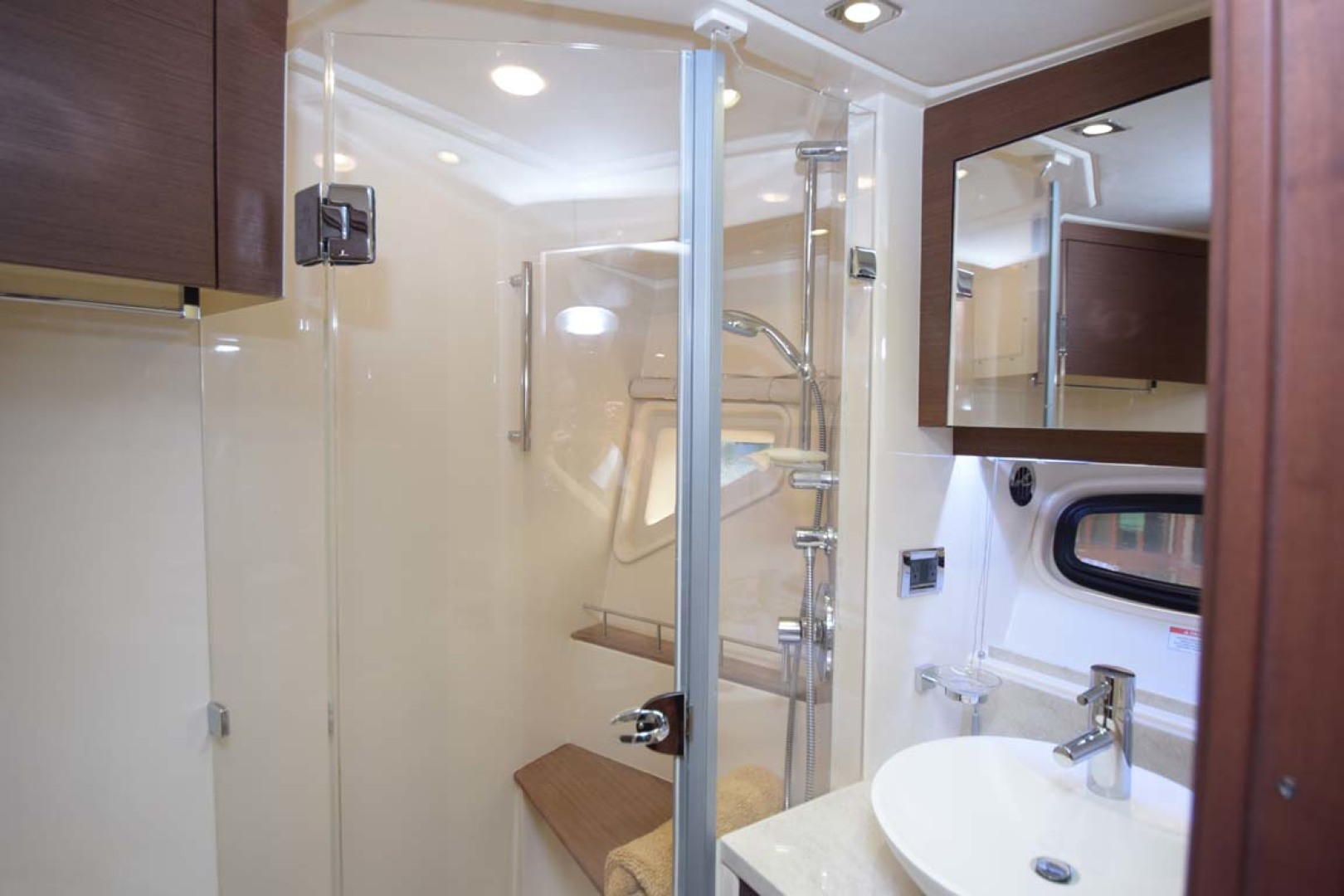 Sea Ray-510 Sundancer 2015 -Ft Lauderdale-Florida-United States-Guest Day Head-1189956 | Thumbnail