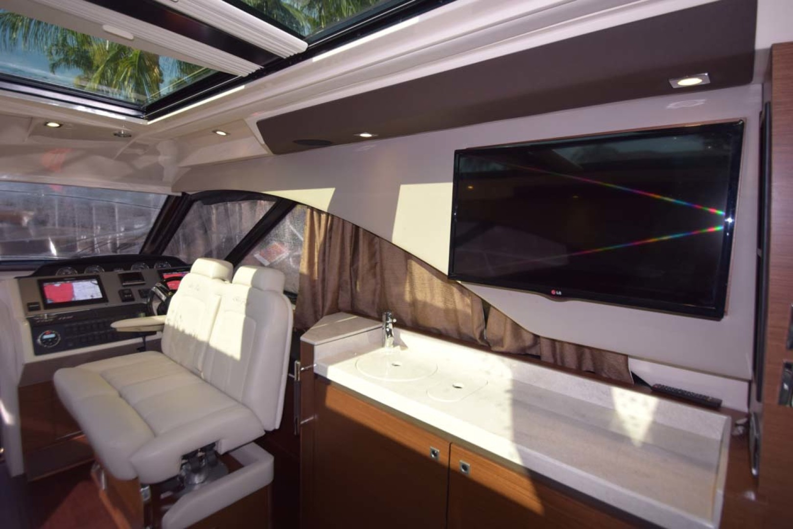 Sea Ray-510 Sundancer 2015 -Ft Lauderdale-Florida-United States-Salon View To Wet Bar On Port And Helm Seating-1189925 | Thumbnail