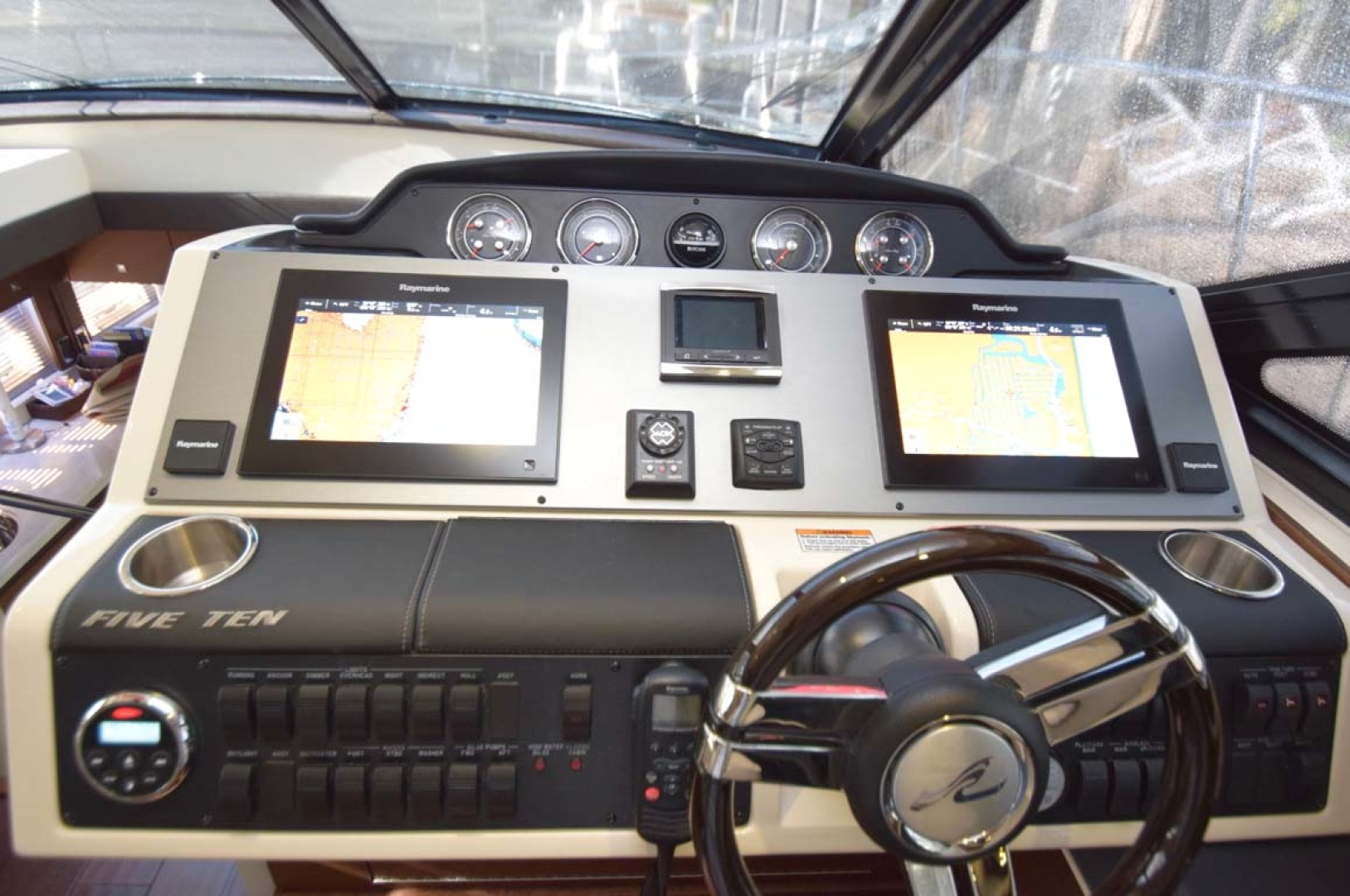 Sea Ray-510 Sundancer 2015 -Ft Lauderdale-Florida-United States-Helm Overview With Equipment On-1189960 | Thumbnail
