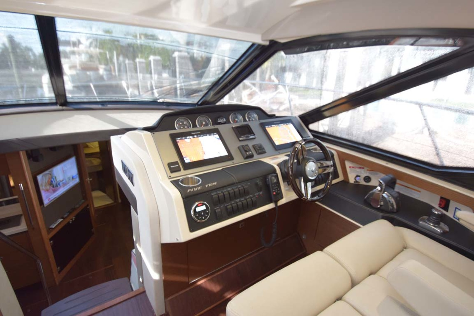 Sea Ray-510 Sundancer 2015 -Ft Lauderdale-Florida-United States-Helm Seating View To Helm Equipment-1189963 | Thumbnail
