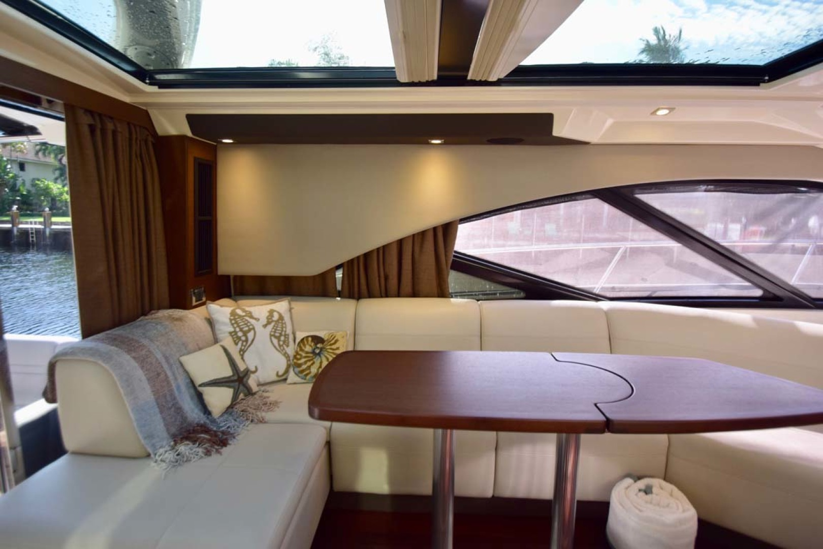Sea Ray-510 Sundancer 2015 -Ft Lauderdale-Florida-United States-Salon View To Starboard-1189920 | Thumbnail