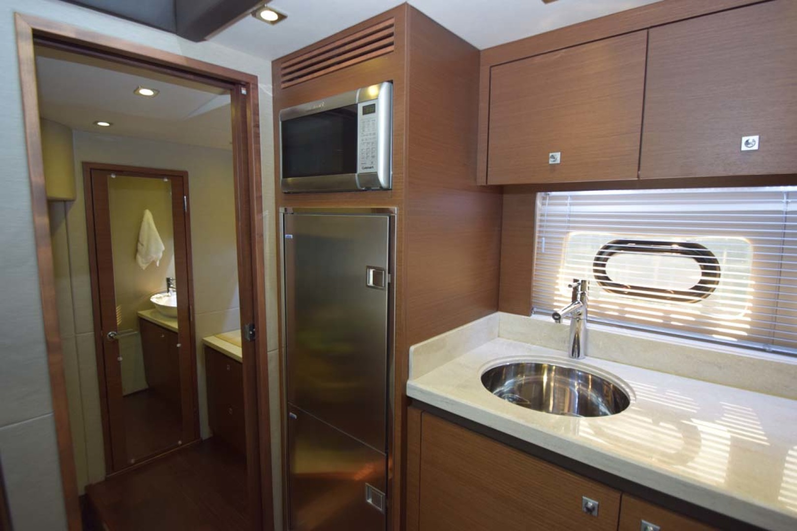 Sea Ray-510 Sundancer 2015 -Ft Lauderdale-Florida-United States-Galley With View To Main Stateroom-1189940 | Thumbnail