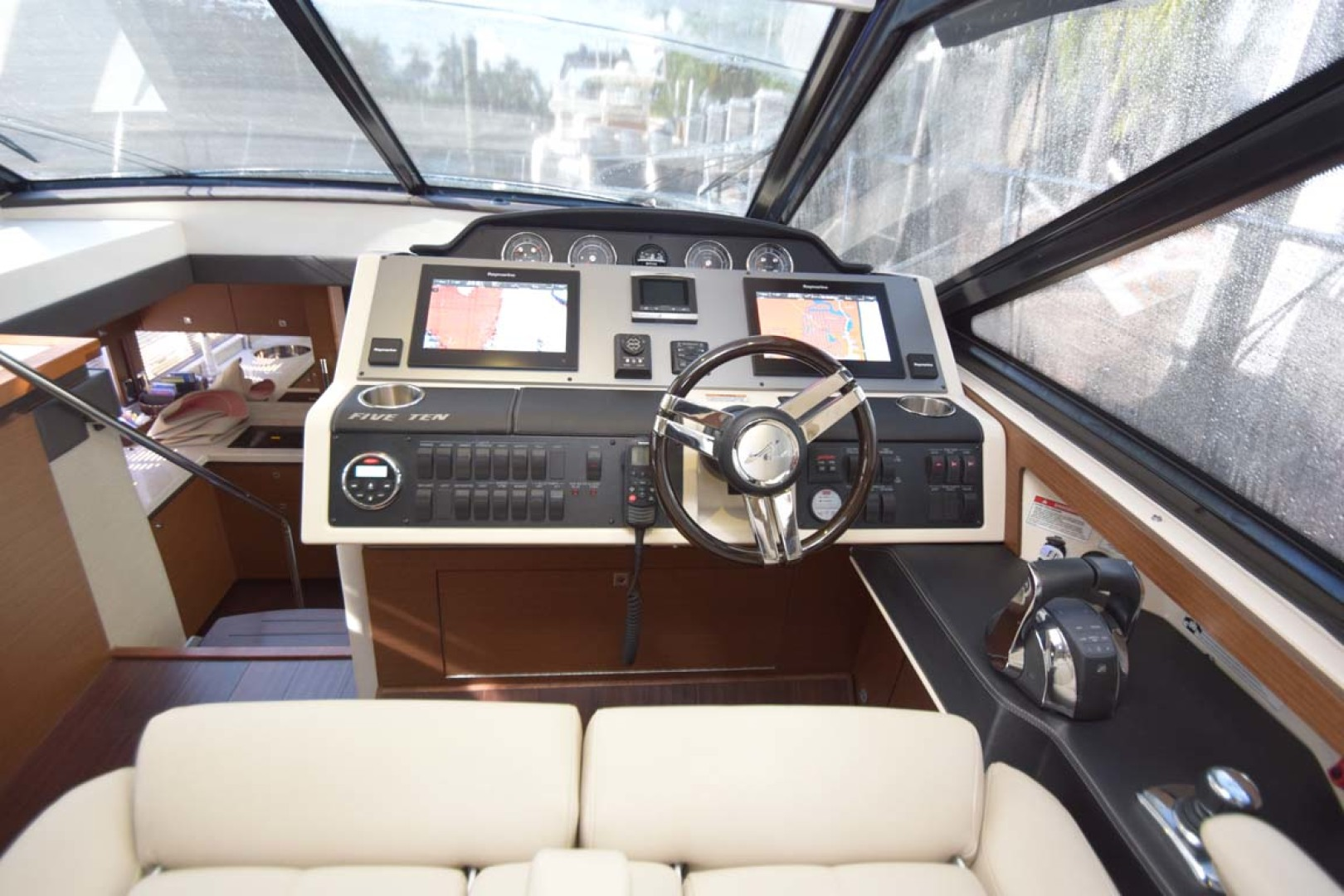 Sea Ray-510 Sundancer 2015 -Ft Lauderdale-Florida-United States-Helm Overview-1189958 | Thumbnail