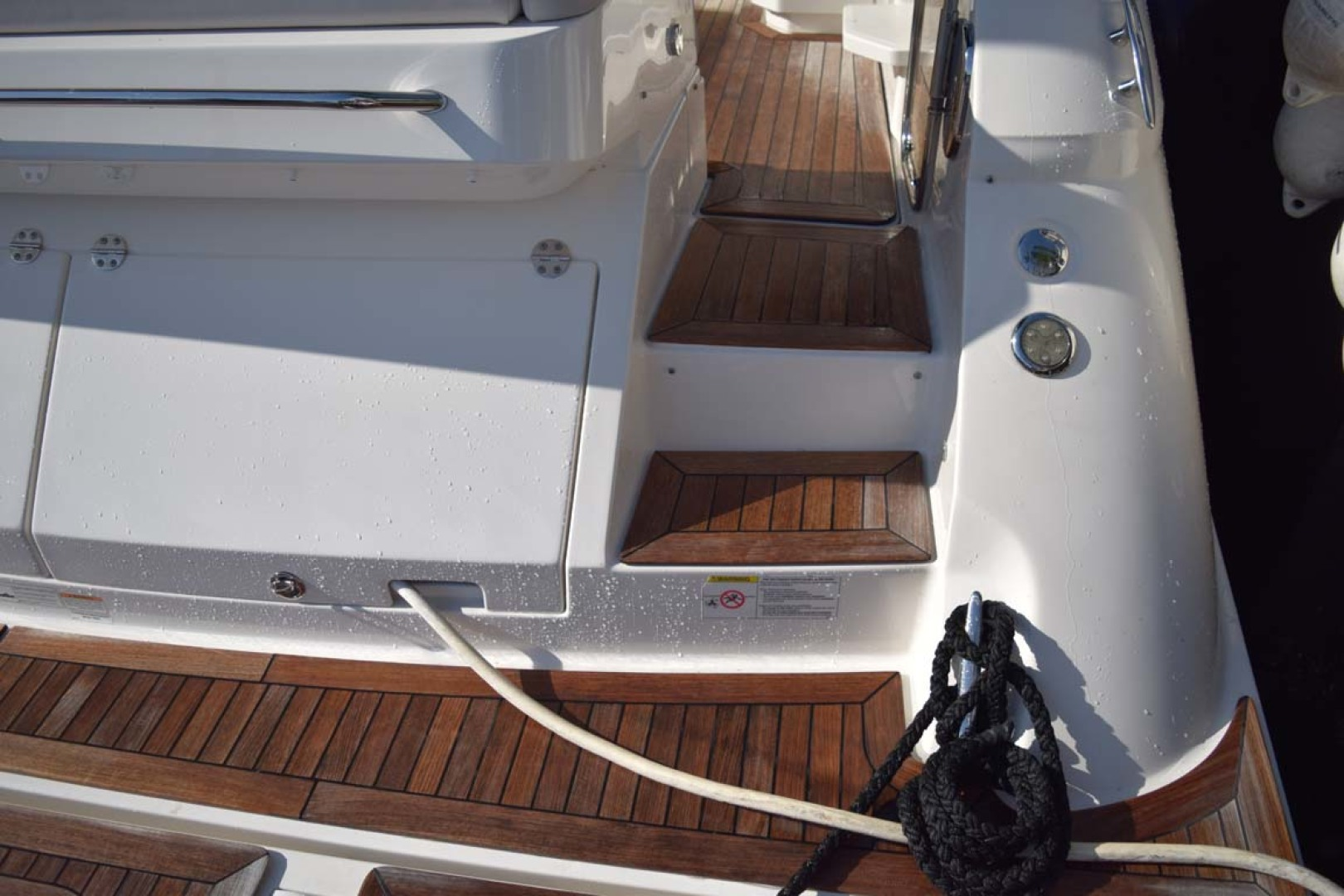 Sea Ray-510 Sundancer 2015 -Ft Lauderdale-Florida-United States-Steps From Transom To Aft Deck-1189969 | Thumbnail
