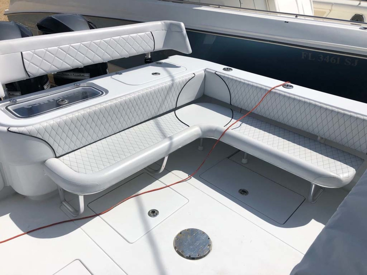 Contender-Center Console 2016 -Key Largo-Florida-United States-Aft Seating And Livewell-1191278 | Thumbnail