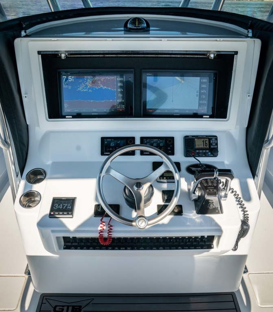 Contender-Center Console 2016 -Key Largo-Florida-United States-Helm-1191274 | Thumbnail