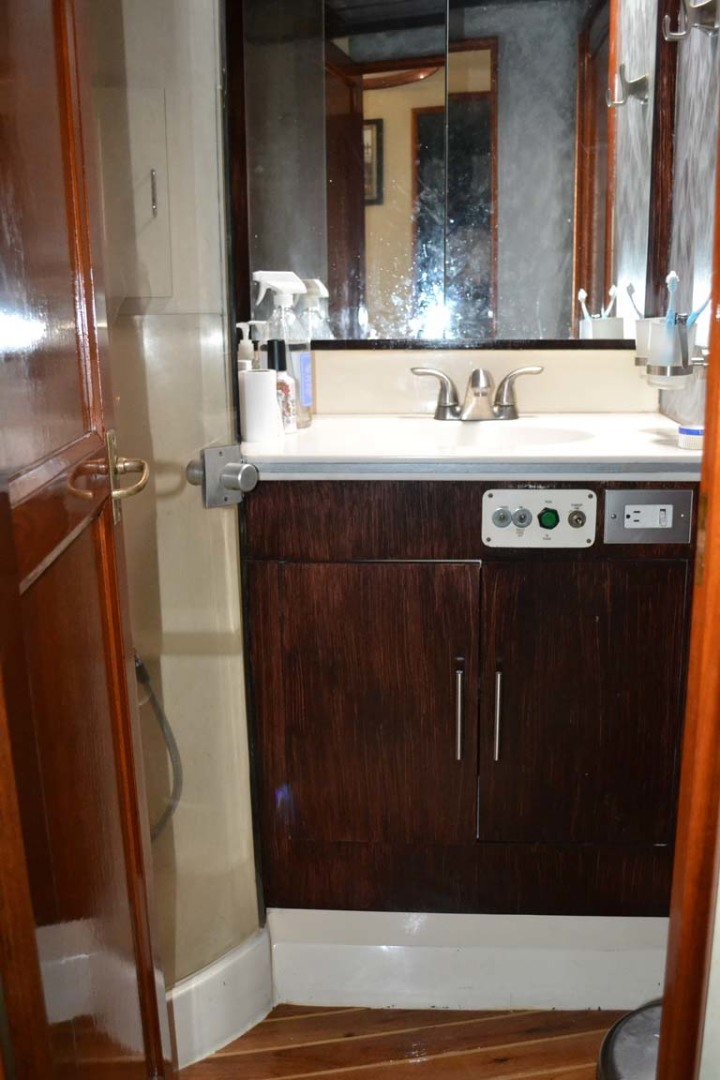 Ocean Yachts-Super Sport 1991-Reel Chaos St. Augustine-Florida-United States-Shower And Vanity-1191659 | Thumbnail