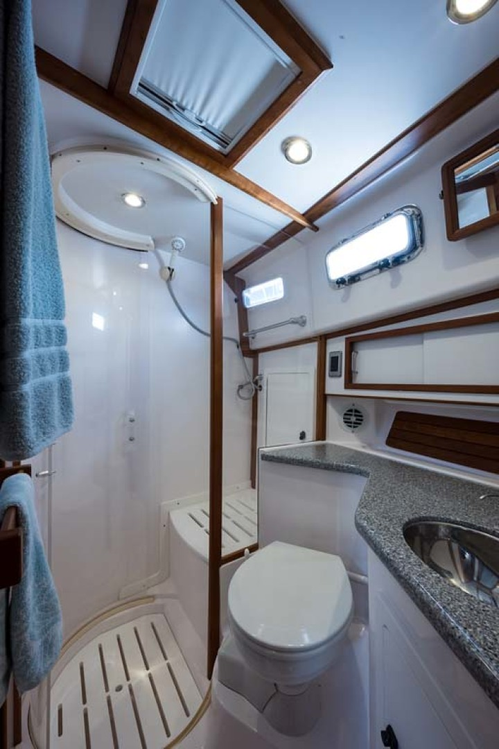 Sabre-Flybridge 2010-Blue Moon Jacksonville-Florida-United States-Shower and Head-1193519 | Thumbnail