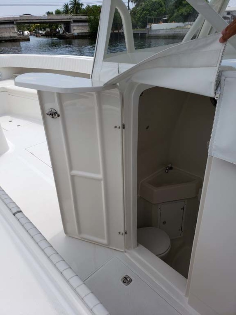 Jupiter-Center Console 2008-Knot Well North Miami-Georgia-United States-Console Door-1193643 | Thumbnail
