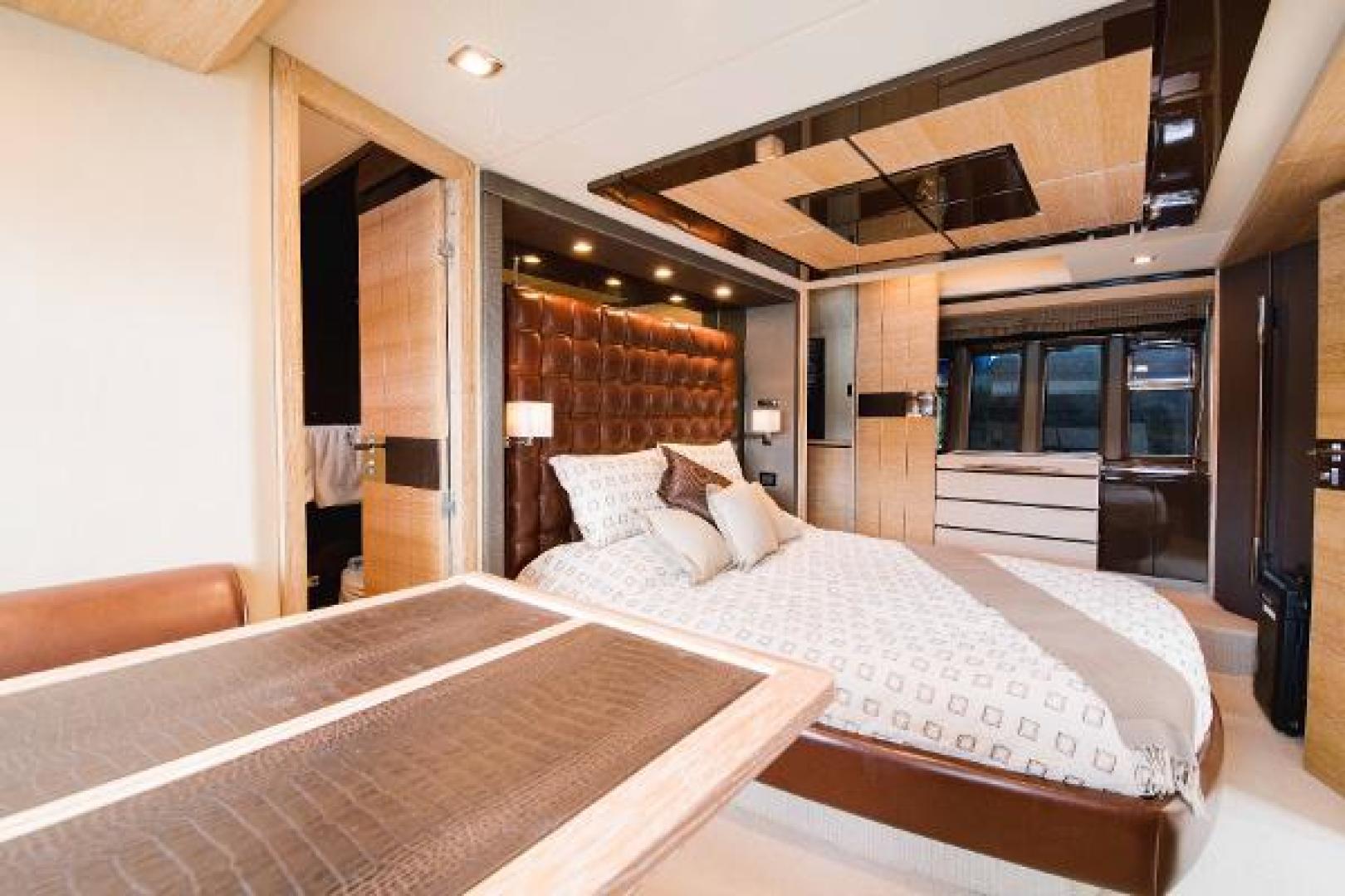 Azimut-Flybridge 2011 -Fort Lauderdale-Florida-United States-Master Stateroom-1195749 | Thumbnail