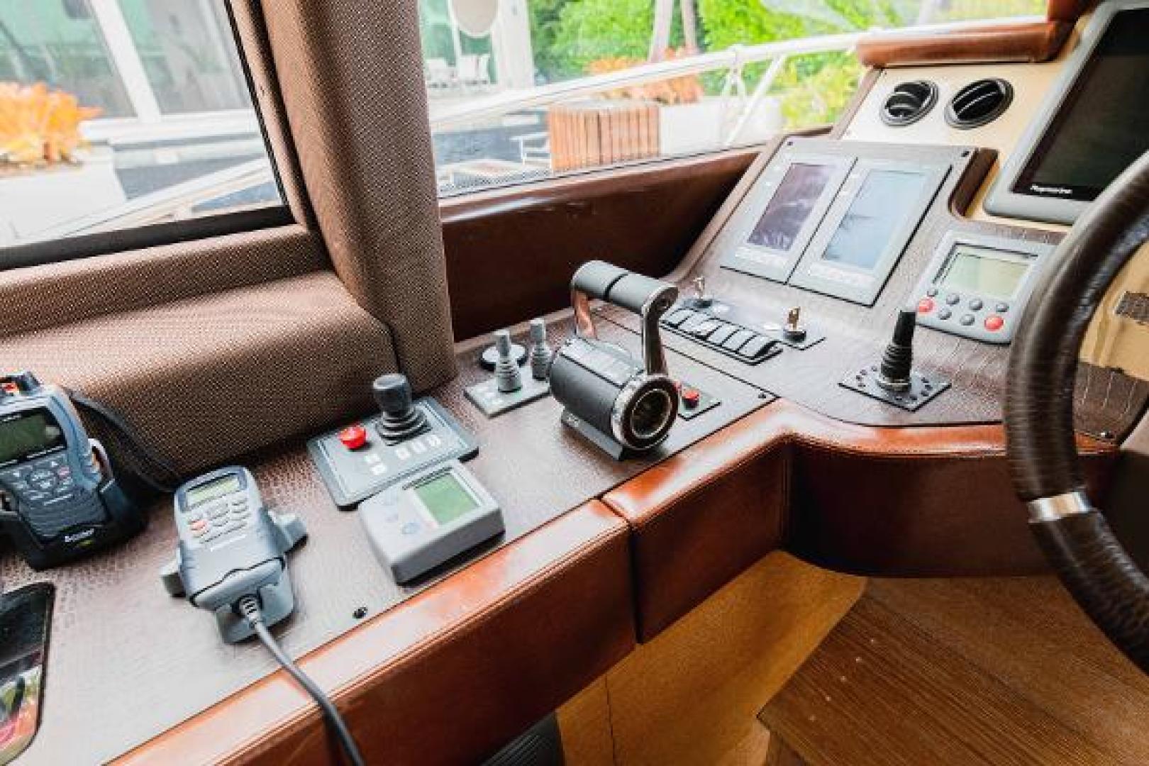 Azimut-Flybridge 2011 -Fort Lauderdale-Florida-United States-1195765 | Thumbnail
