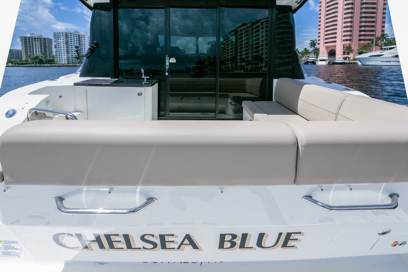 Picture Of: 47' Sea Ray 2016 Yacht For Sale | 2 of 87
