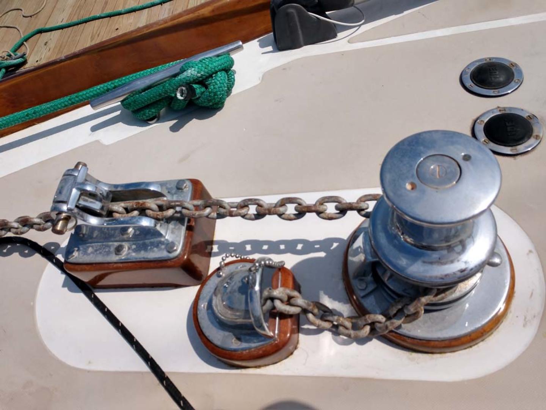 Hinckley-Bermuda 40 MK III Sloop 1979-Evensong Camden-Maine-United States-Electric Windlass-1200150 | Thumbnail