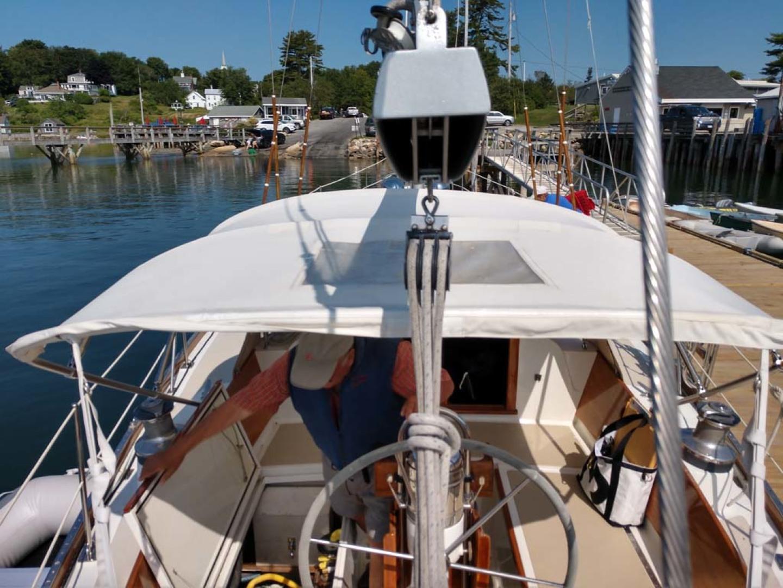 Hinckley-Bermuda 40 MK III Sloop 1979-Evensong Camden-Maine-United States-Stern Looking Forward-1200194 | Thumbnail