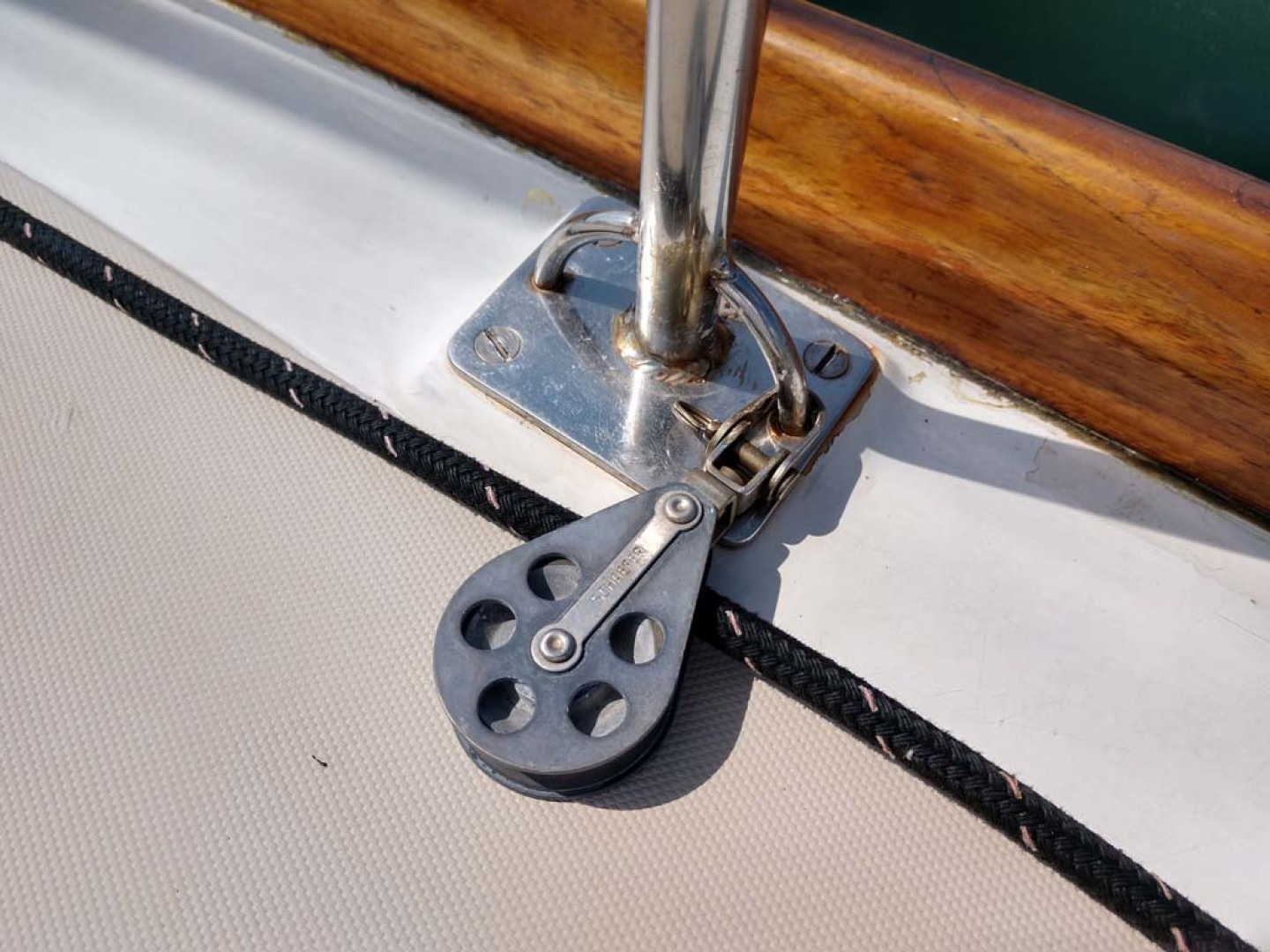 Hinckley-Bermuda 40 MK III Sloop 1979-Evensong Camden-Maine-United States-Stanchion-1200183 | Thumbnail