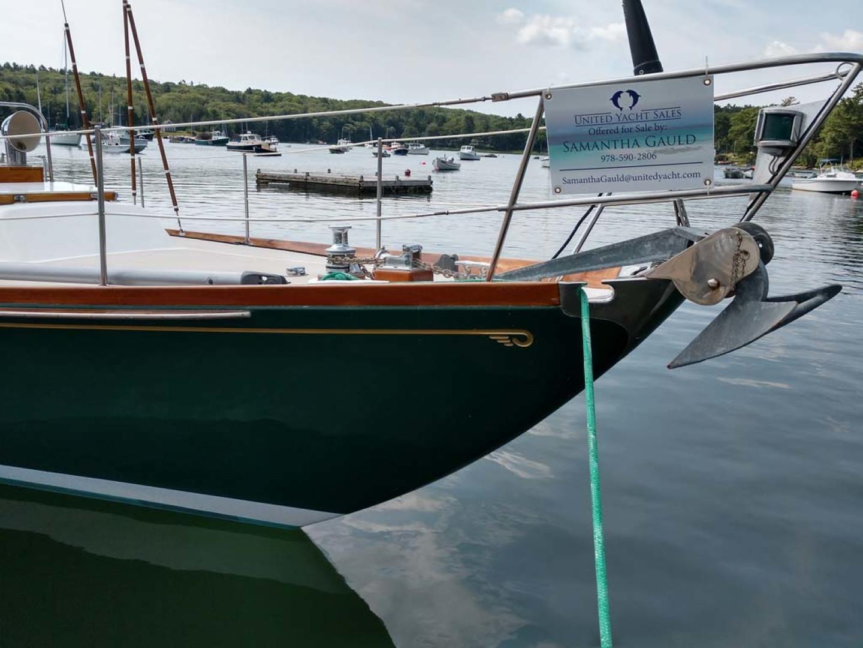 Hinckley-Bermuda 40 MK III Sloop 1979-Evensong Camden-Maine-United States-Bow-1200146 | Thumbnail