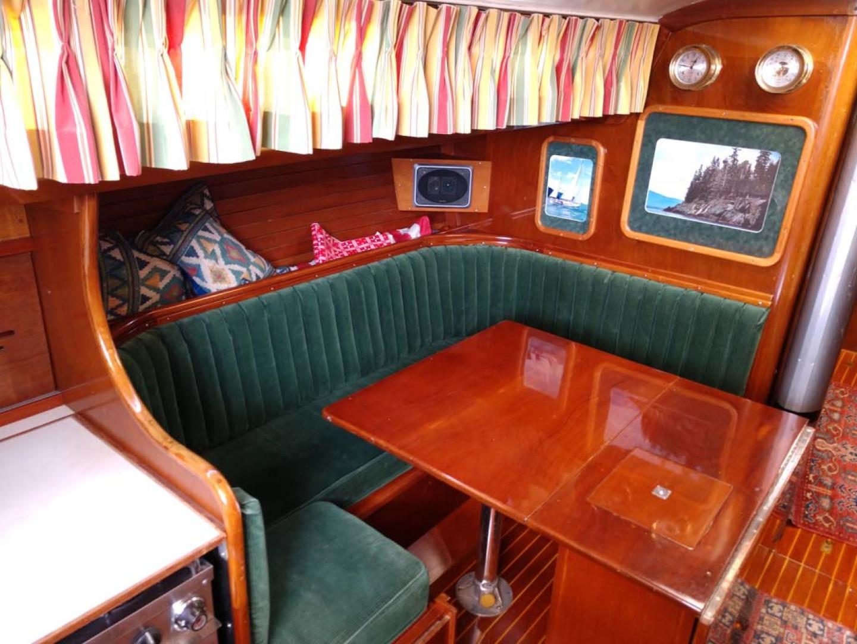 Hinckley-Bermuda 40 MK III Sloop 1979-Evensong Camden-Maine-United States-Salon to Port-1200131 | Thumbnail