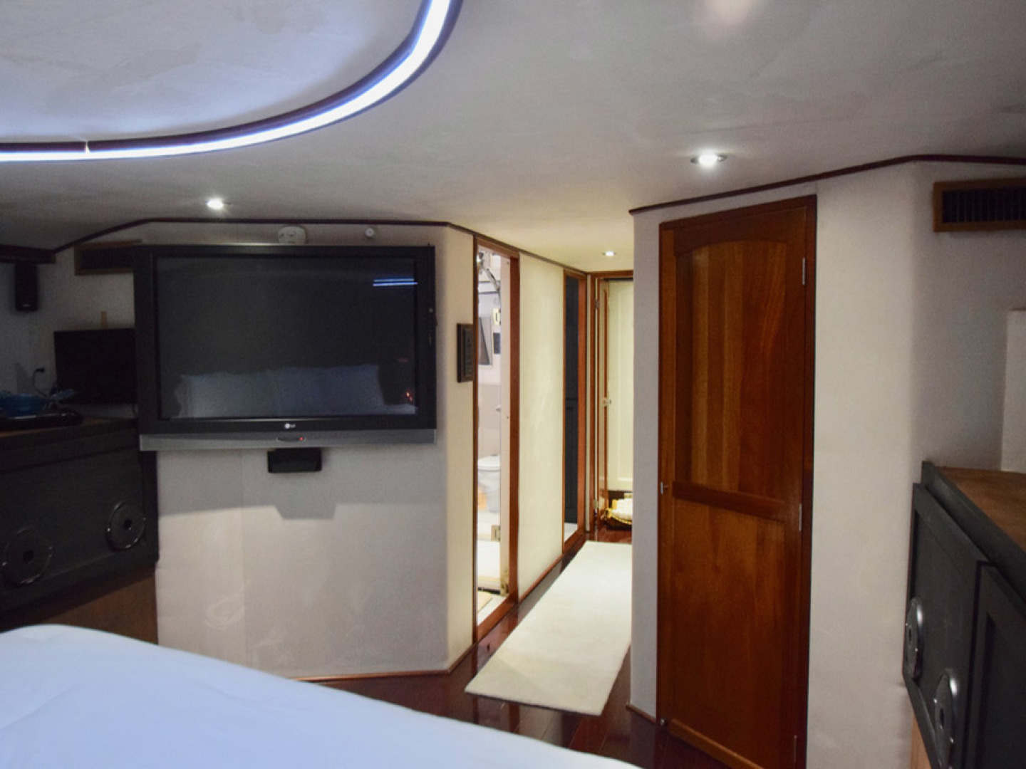 Hatteras-Cockpit Motoryacht 1989-Amelia Boca Raton-Florida-United States-Owners Suite To Midship-1206126 | Thumbnail