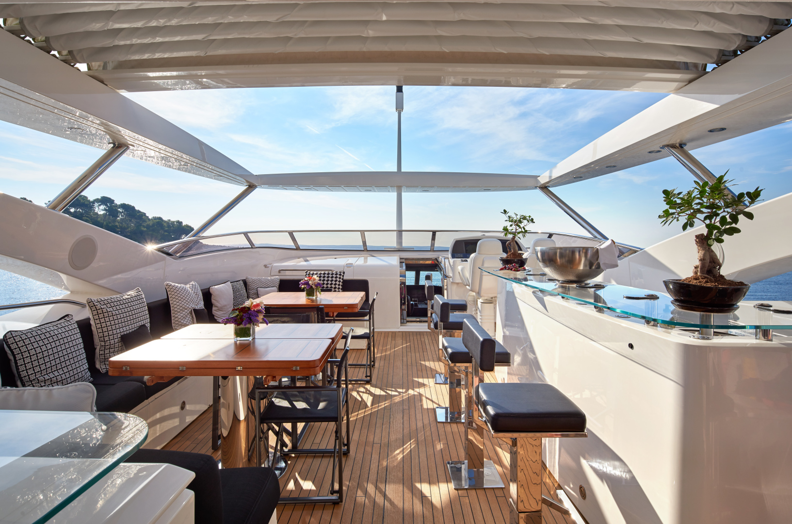 Sunseeker-34m 2010-BLACK AND WHITE French Riviera-France-1211715 | Thumbnail