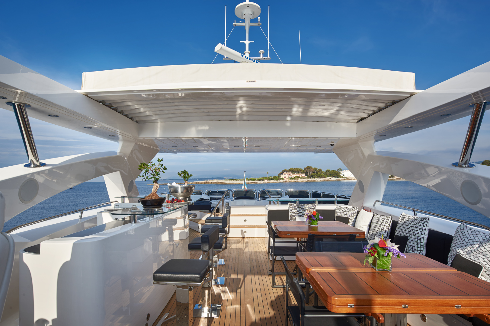 Sunseeker-34m 2010-BLACK AND WHITE French Riviera-France-1211716 | Thumbnail