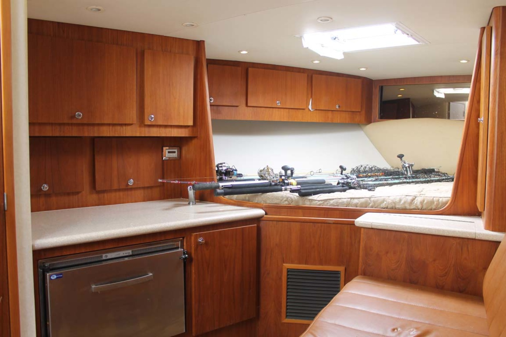 Buddy Davis-Express 2010-My Buddy Highlands-New Jersey-United States-Galley, Forward Berth and Settee-1212347 | Thumbnail