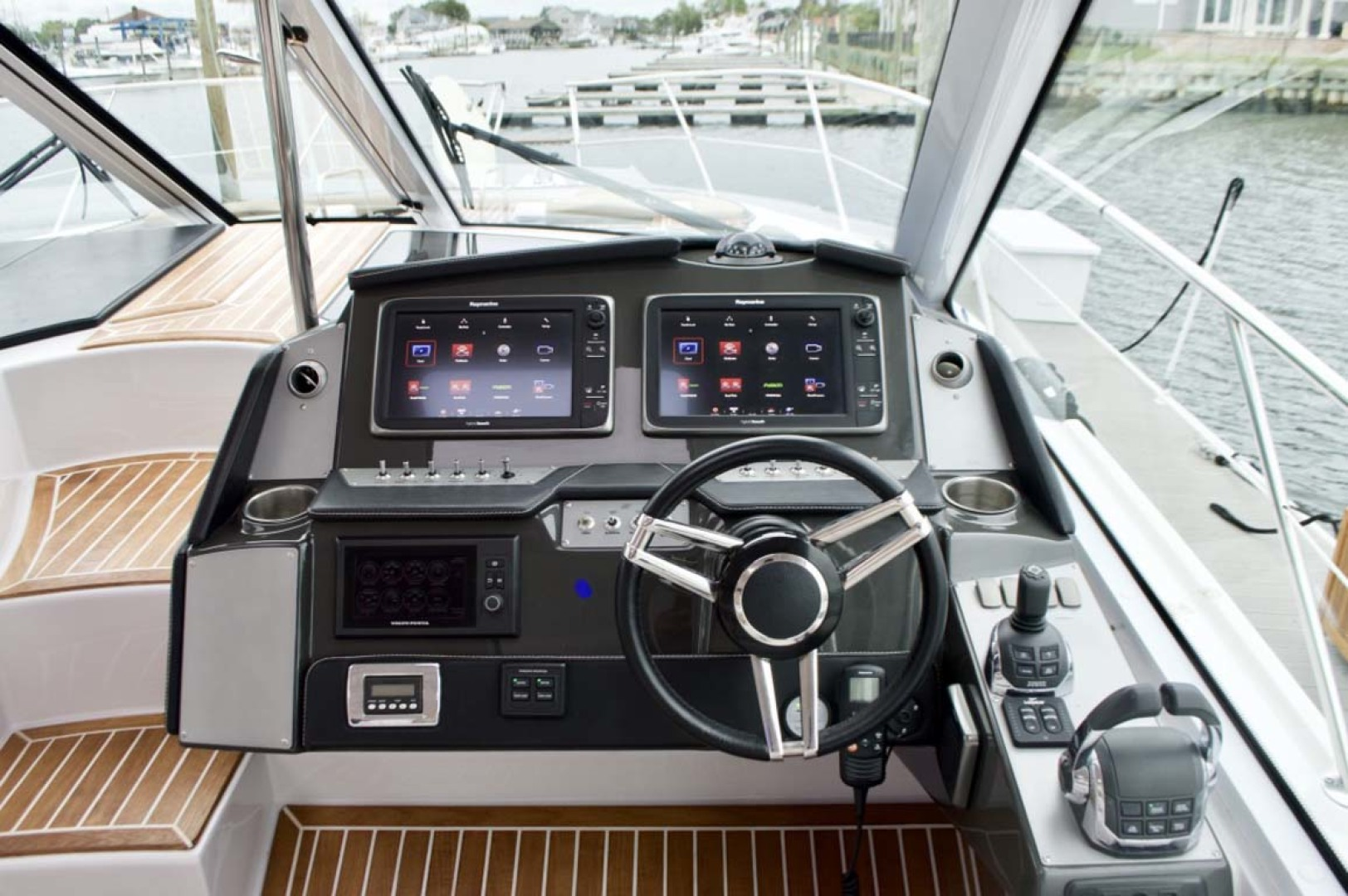 Four Winns-H440 2015-Captain Jac Long Island-New York-United States-Helm-1222748 | Thumbnail