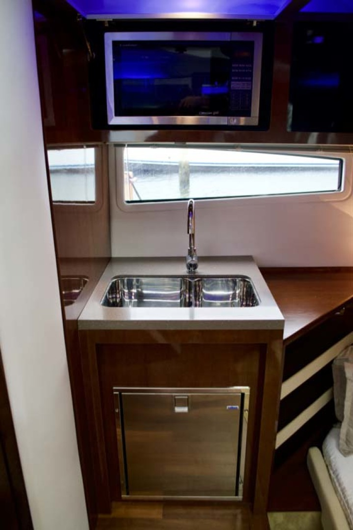 Four Winns-H440 2015-Captain Jac Long Island-New York-United States-Galley Sink-1222736 | Thumbnail