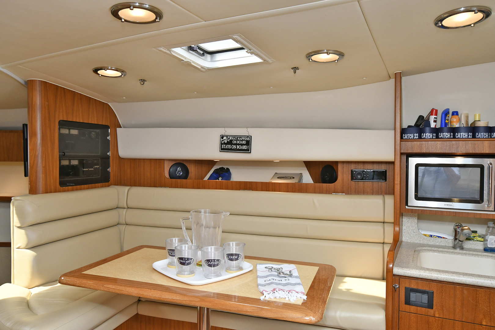Tiara-3800 Open 2003-Catch 22 Oyster Bay-New York-United States-Dinette Converts to Bunks-1224928 | Thumbnail