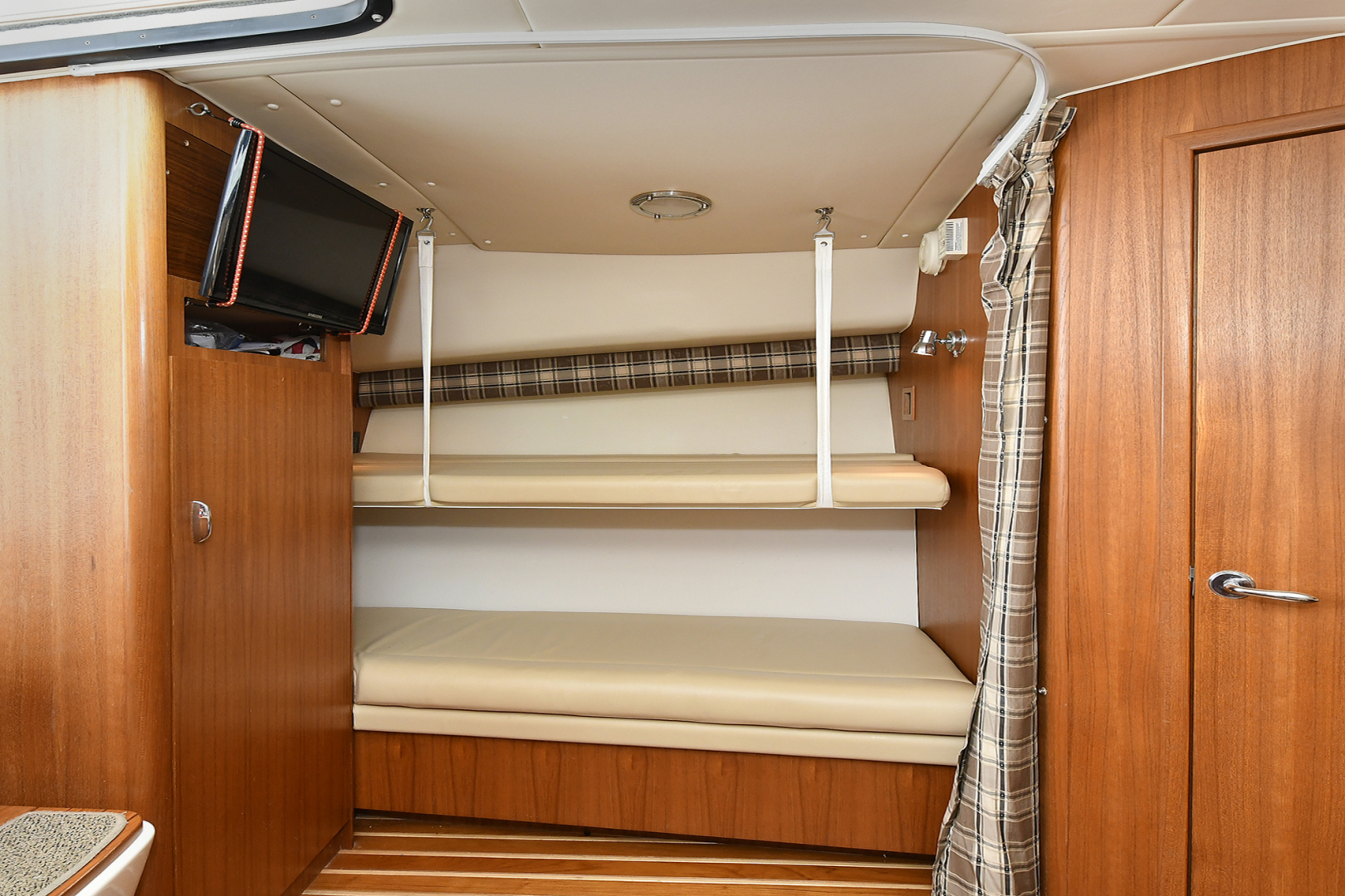Tiara-3800 Open 2003-Catch 22 Oyster Bay-New York-United States-Aft Bench Converts to Bunks-1224926 | Thumbnail