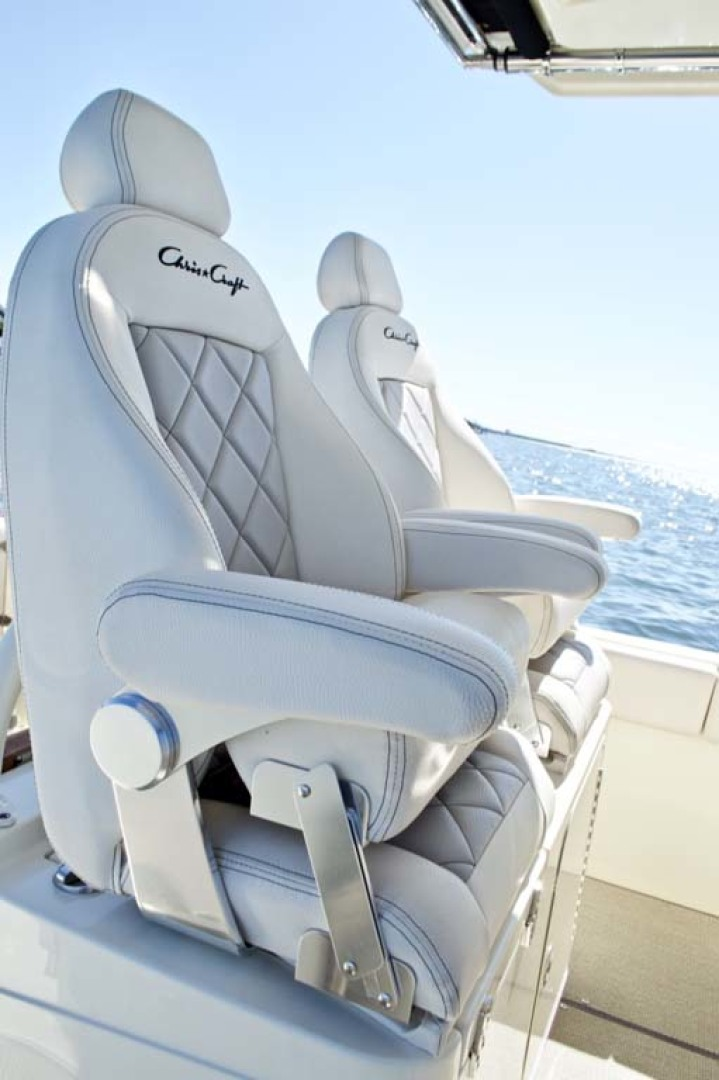 Chris-Craft-30 Catalina 2018-Blue Waters Long Island-New York-United States-Helm Seats-1228949 | Thumbnail
