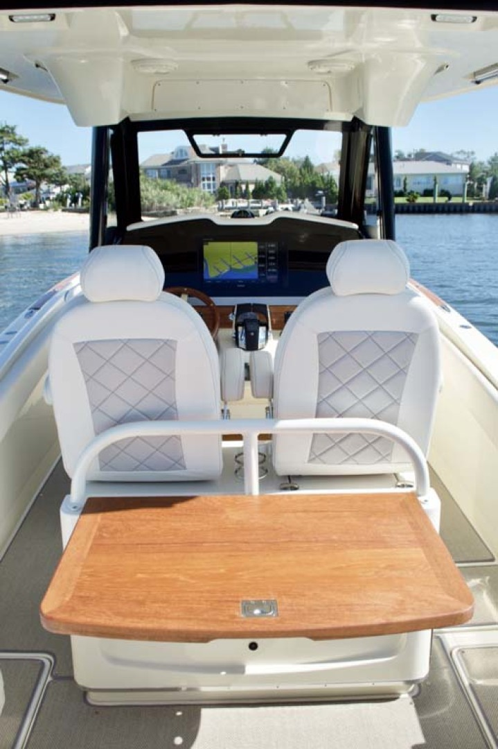 Chris-Craft-30 Catalina 2018-Blue Waters Long Island-New York-United States-Cockpit Table-1228954 | Thumbnail