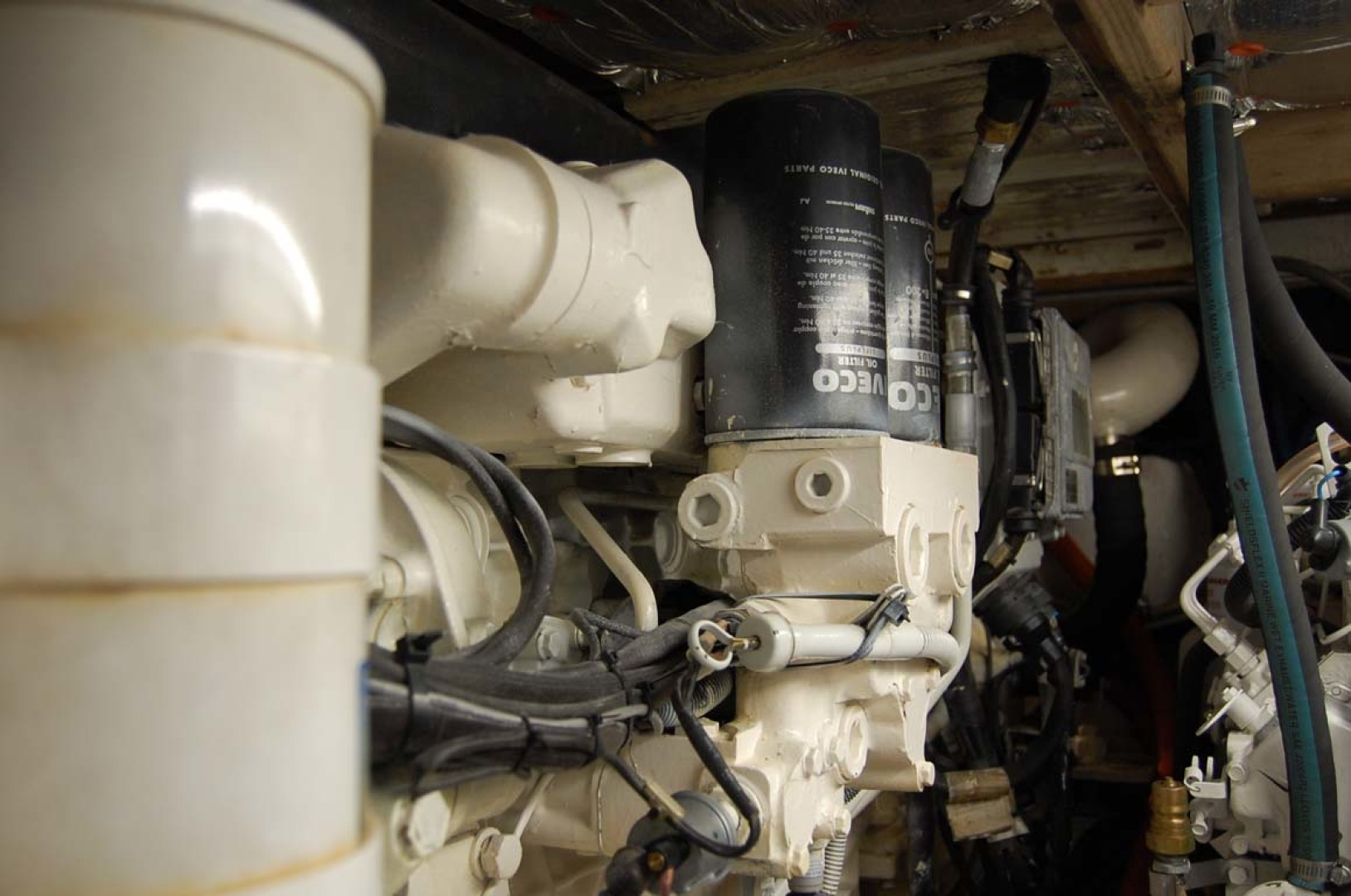 Henriques-38 Convertible 1988-Restless Southold-New York-United States-Starboard Engine-1228557 | Thumbnail