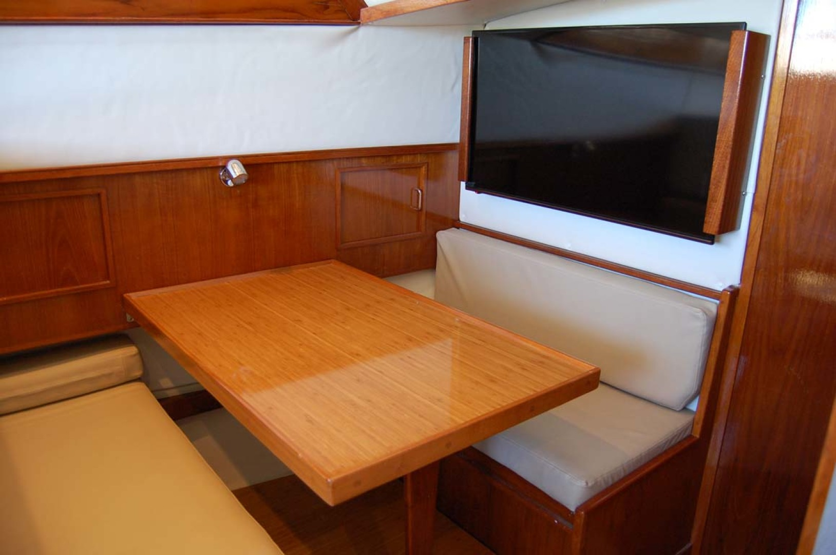 Henriques-38 Convertible 1988-Restless Southold-New York-United States-Dinette Area With TV-1228519 | Thumbnail