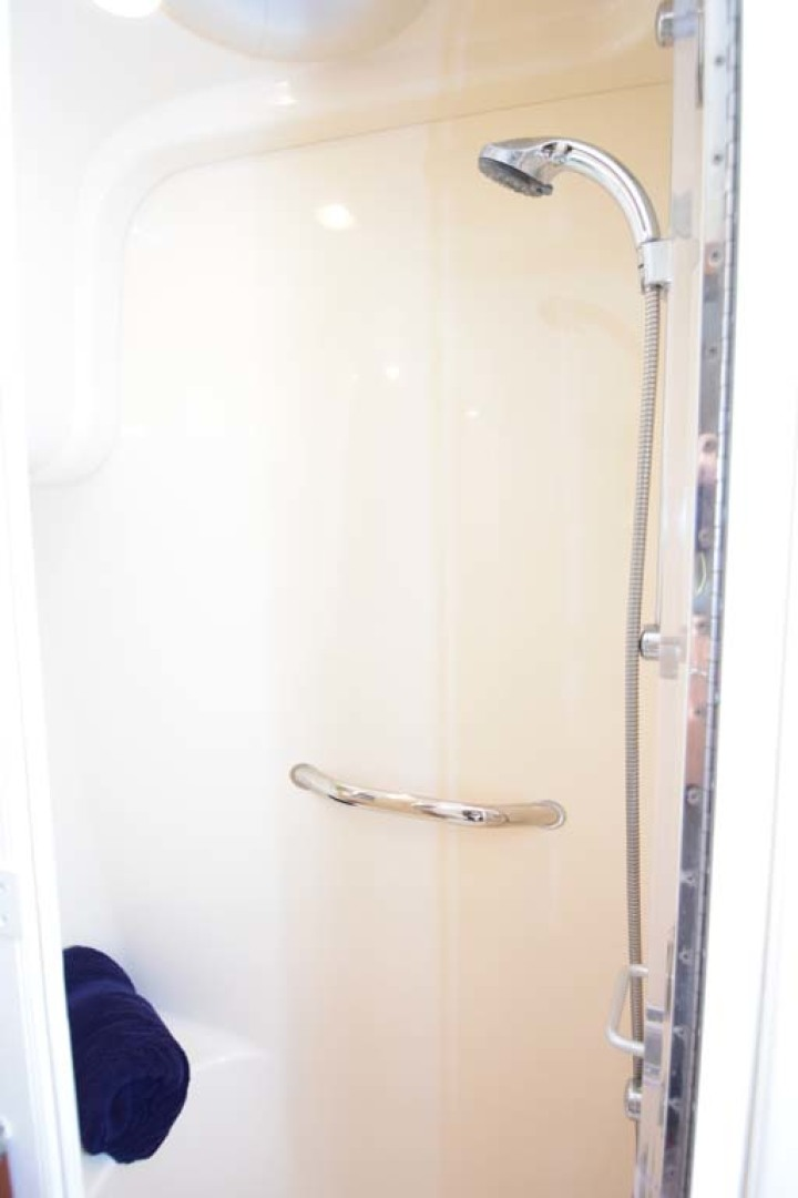Sea Ray-44 Sedan Bridge 2006-Mr. Munch Coral Gables-Florida-United States-Forward Master Shower-1229860 | Thumbnail