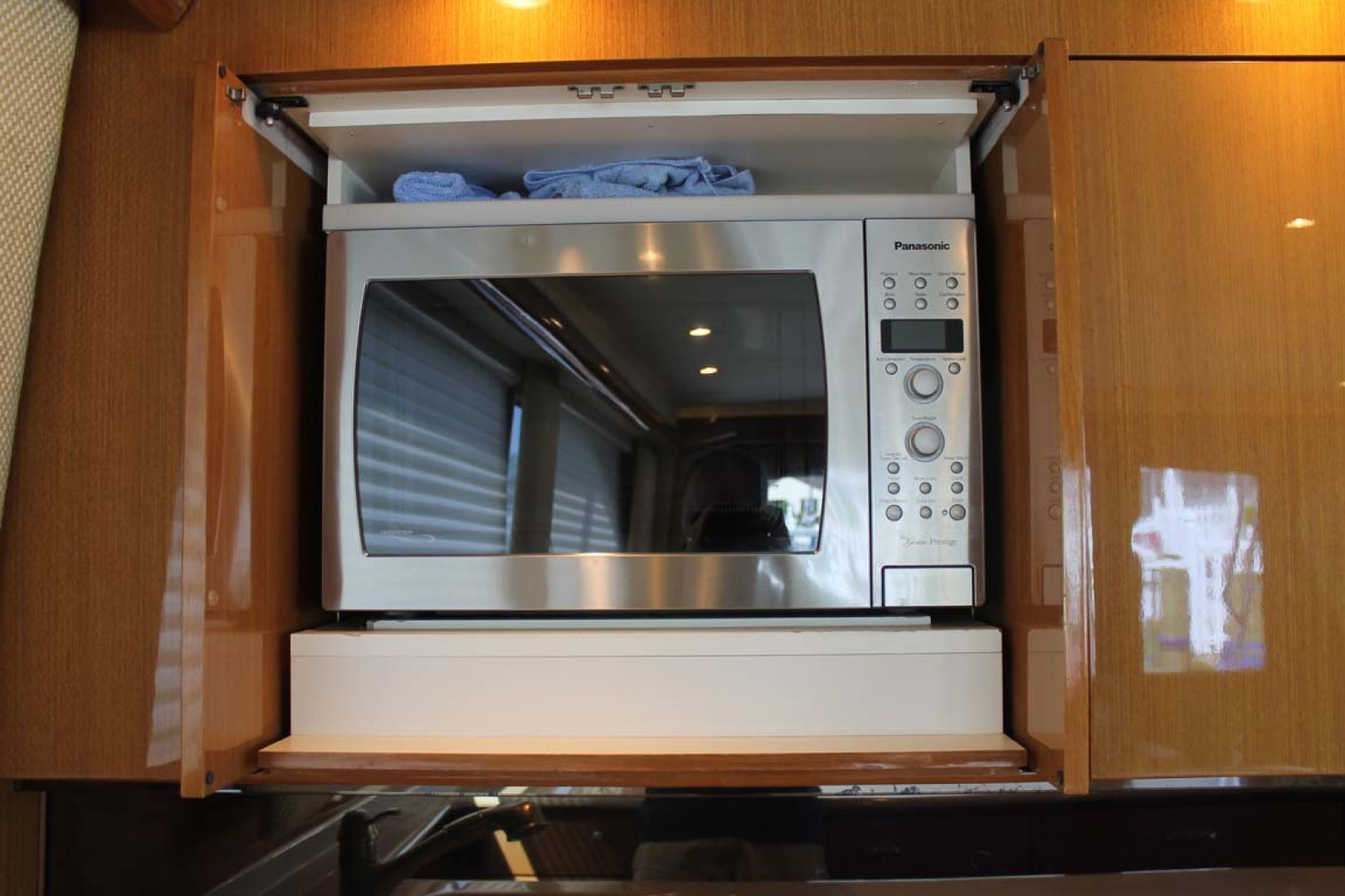 Viking-52 Convertible 2002-Wound Up Cape May-New Jersey-United States-Microwave-1230058 | Thumbnail