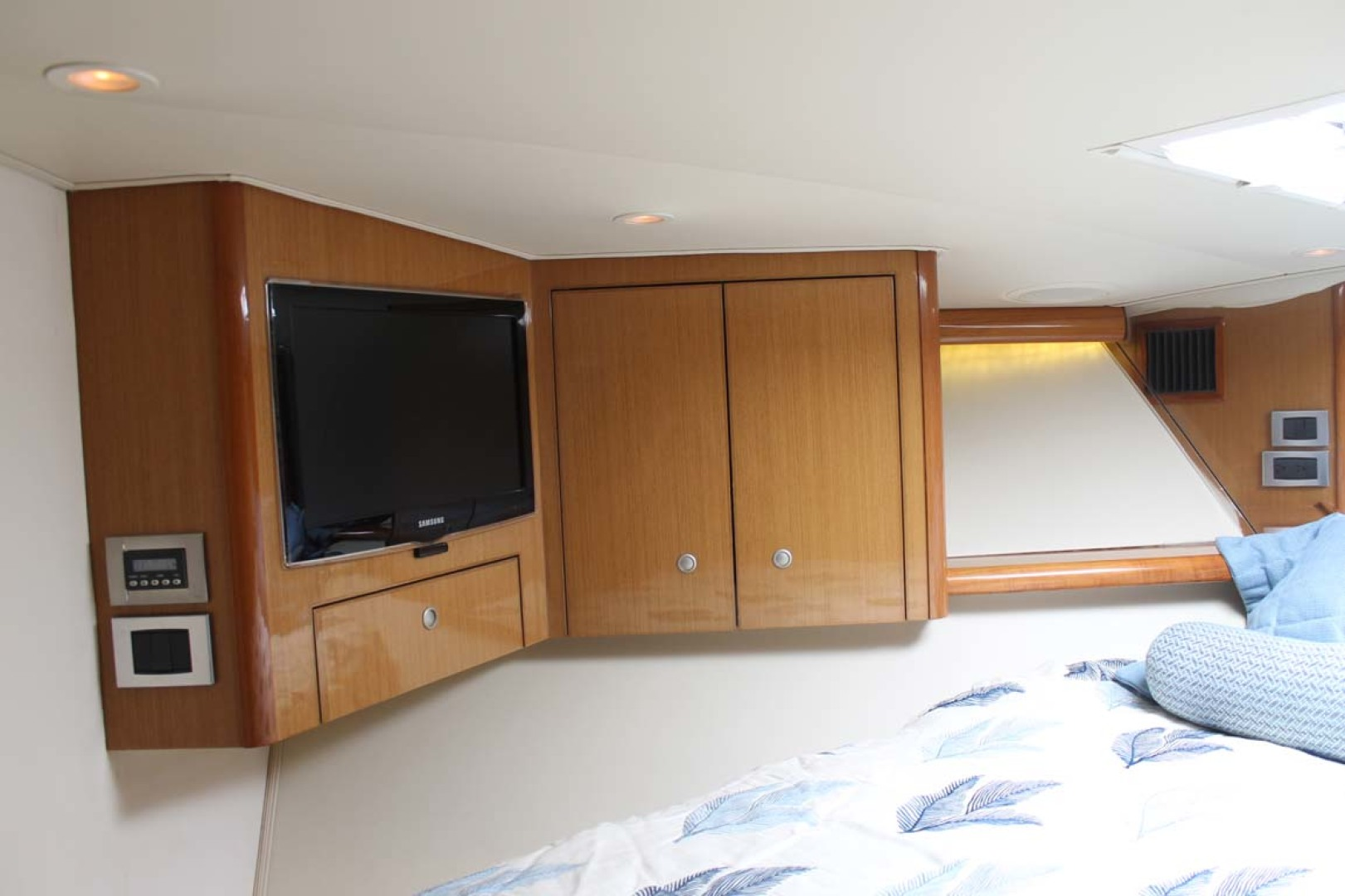 Viking-52 Convertible 2002-Wound Up Cape May-New Jersey-United States-VIP Stateroom-1230068 | Thumbnail
