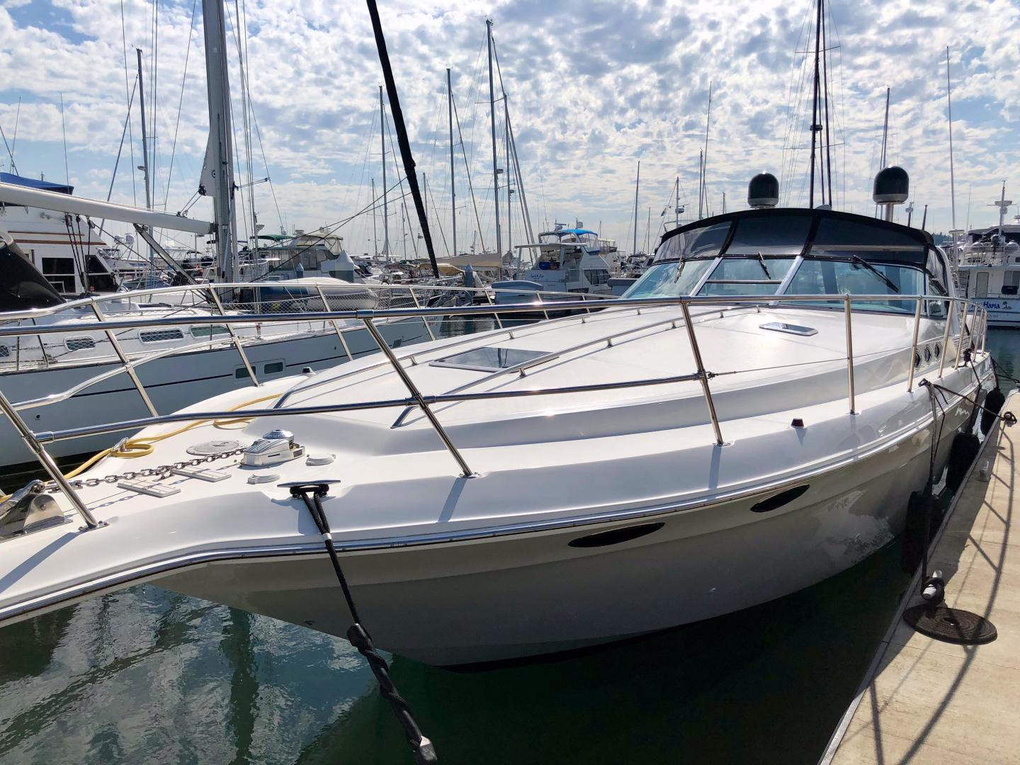 Picture Of: 40' Sea Ray 400 Express Cruiser 1998 Yacht For Sale | 2 of 28