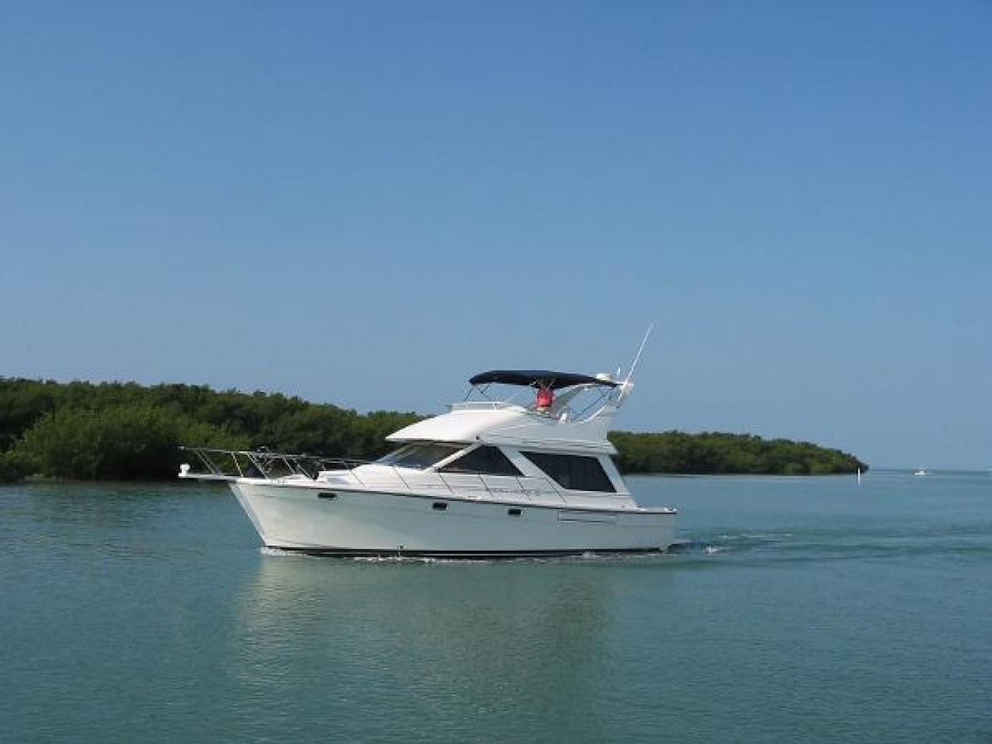 Picture Of: 39' Bayliner 3988 Command Bridge Pilothouse 2001 Yacht For Sale | 1 of 20