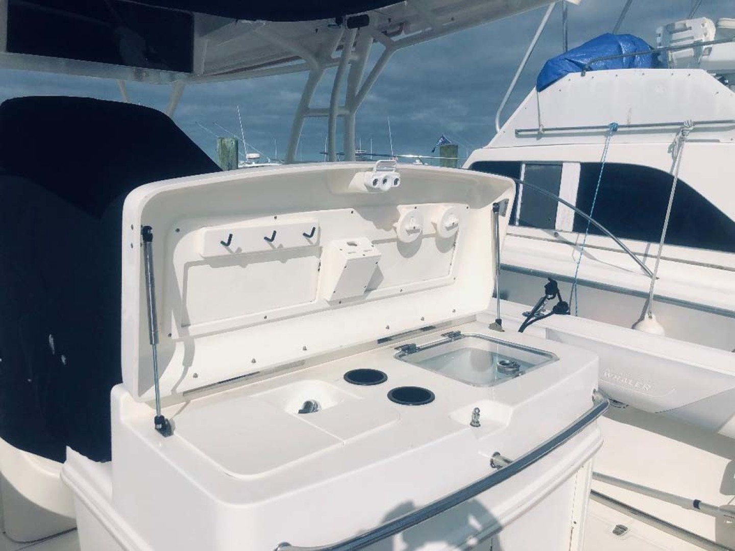 Boston Whaler-320 Outrage 2011 -Cape May-New Jersey-United States-Bait Prep Station-1237229 | Thumbnail