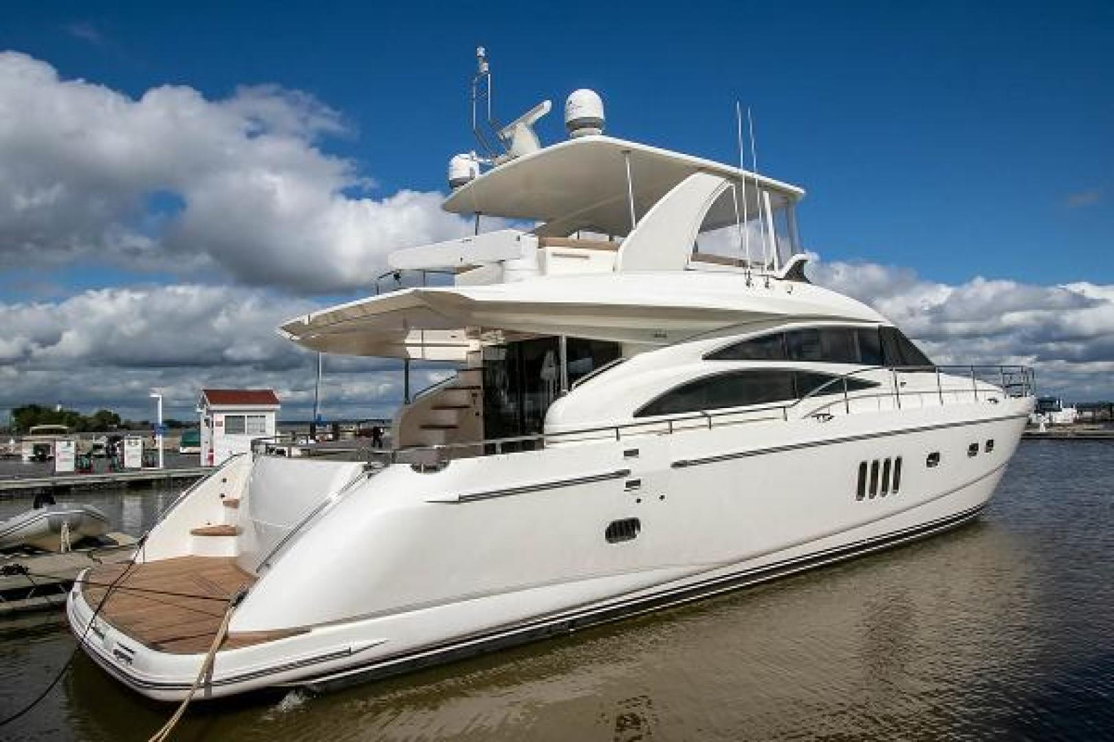 Picture Of: 68' Princess 67 Flybridge 2006 Yacht For Sale | 1 of 103