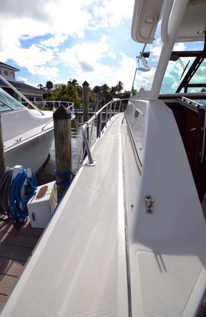 Tiara Yachts-4000 Express 2001-The Lady Barbara Melbourne-Florida-United States-Port Walkway-1246940 | Thumbnail