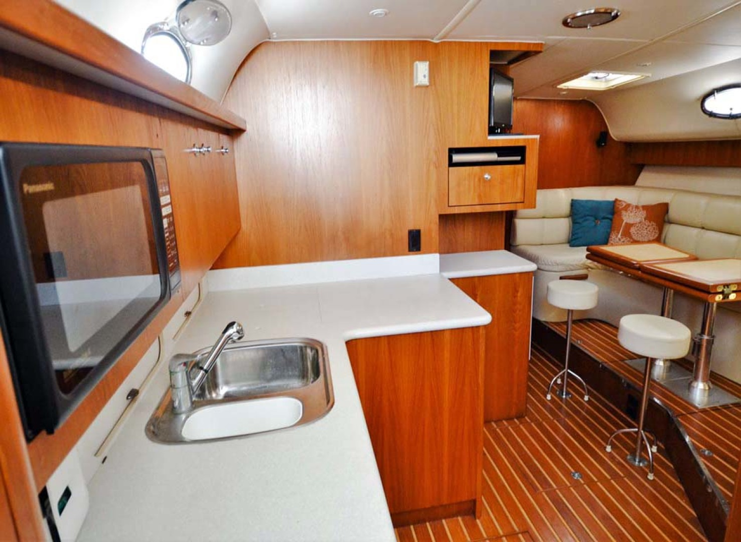 Tiara-4000 Express 2001-The Lady Barbara Melbourne-Florida-United States-Cabin Looking Forward-1246942 | Thumbnail